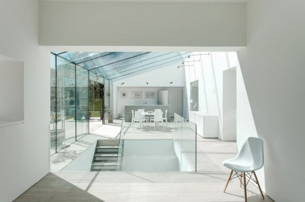 House_With_Glass_08